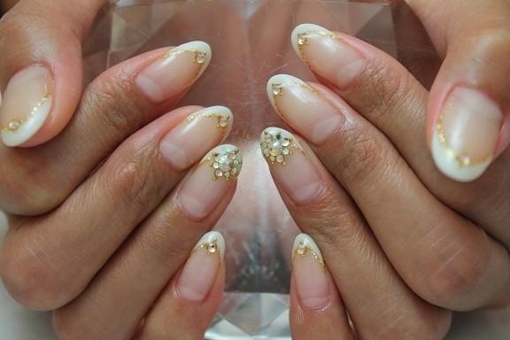 美爪フレンチ 目の錯覚で指が長く見えるバーチャルフレンチ