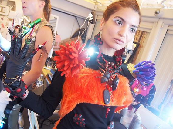 パリコレ、海外のファッションショーに参加させていただいております。